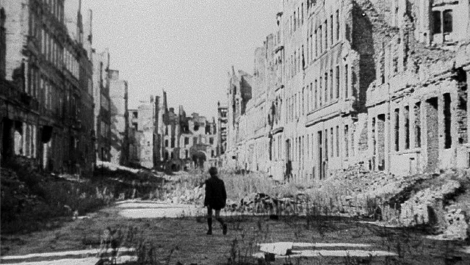 """「ドイツ零年」""""Germania anno zero"""" aka """"Germany Year Zero""""(1948)"""