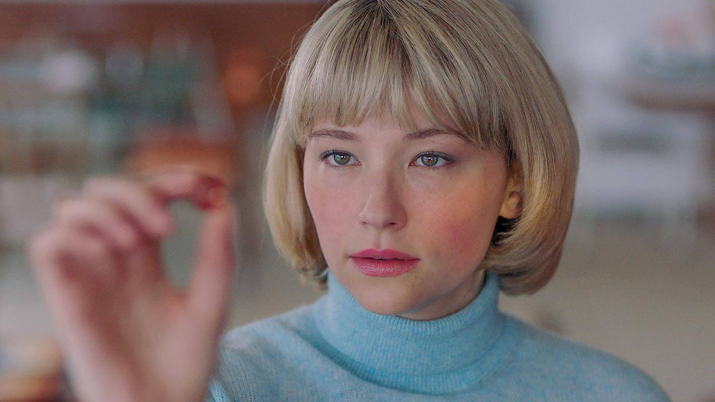 swallow-movie-Haley-Bennett
